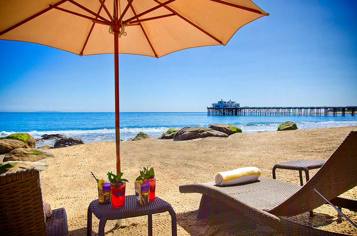 Malibu Beach Inn- Loungers with drinks